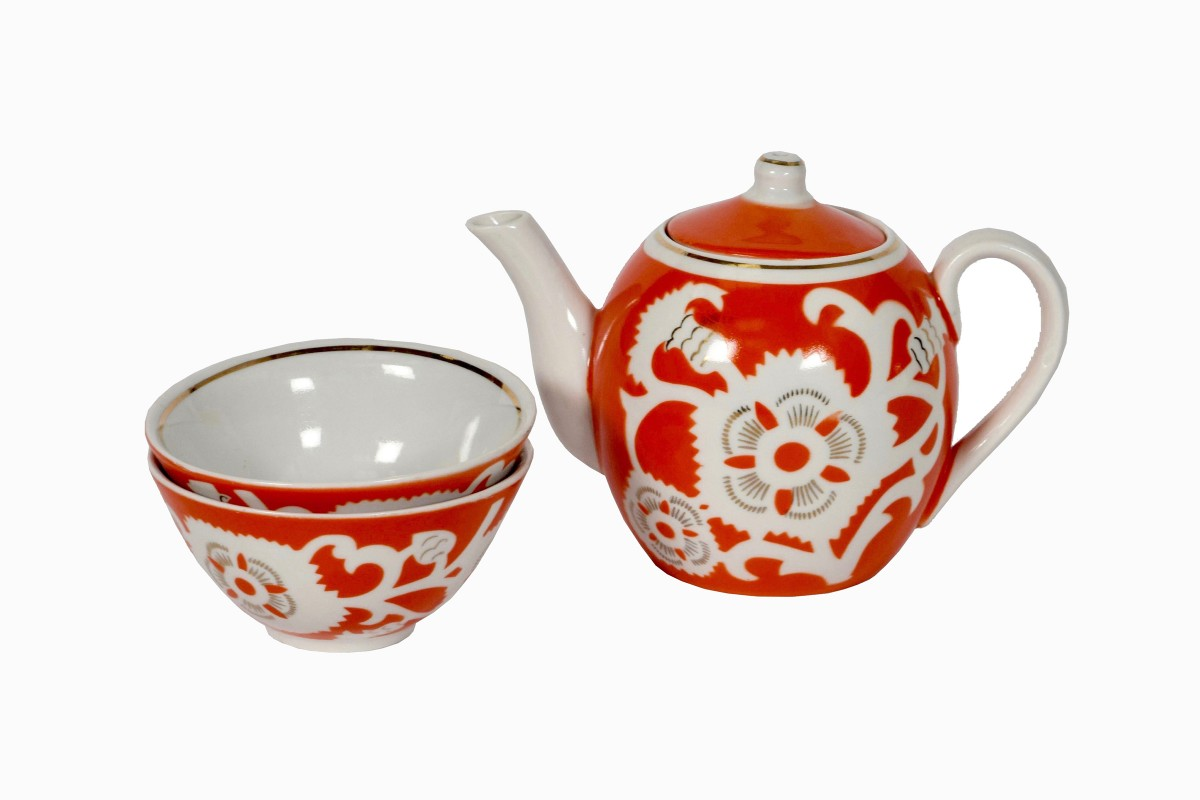 Uzbeki orange teapot and bowls with white flower decoration