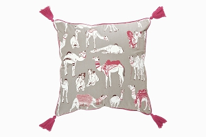 Camels cushion 45x45 side 1
